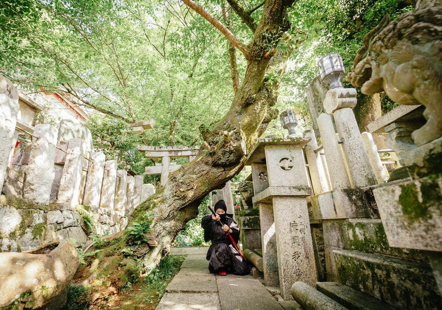 京都・伏見稲荷で忍者になりきって任務を遂行できるアクティビティが面白い