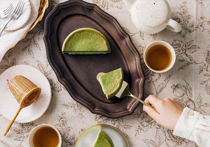 老舗洋菓子店「赤い風船」から自信作の「八女抹茶カスタードケーキ」が新発売