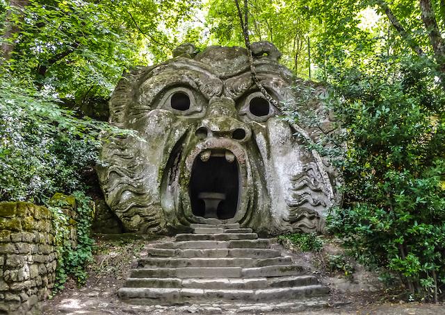 時を超えたエキセントリック!イタリアの「怪獣公園」