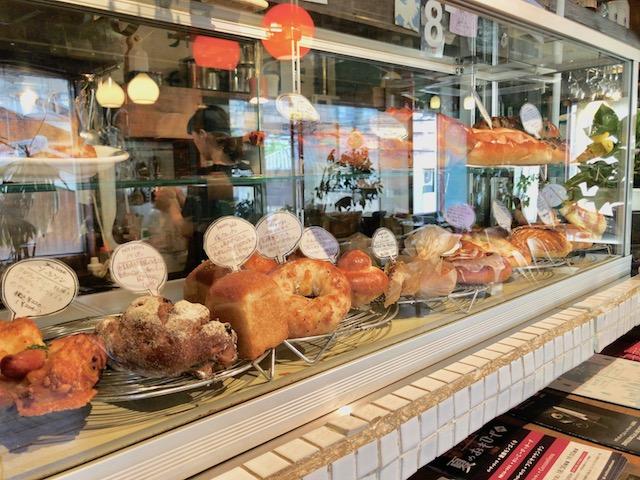 【京都一人旅】まるで映画のワンシーン!パンと空間に酔いしれる「カフェ コチ」