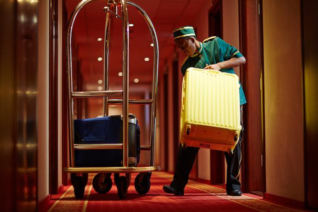 「荷物を預かってください」は何て言う?トラベルお願い英会話【ホテル編】