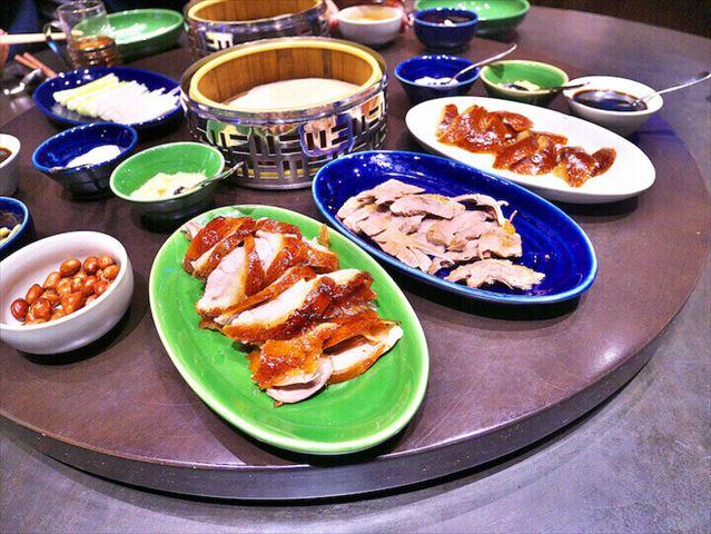 【マカオ】圧巻の美食パフォーマンス!目の前で「北京ダック」をカッティング