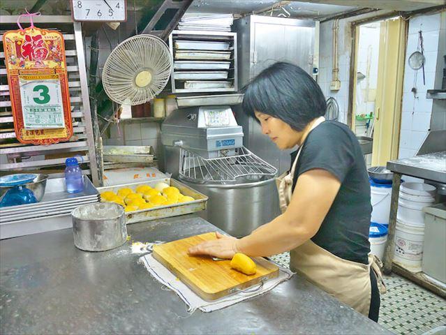 マカオでパン!【2】 ~追憶の味を守り抜く店主の「パイナップルパン」~