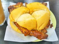 マカオでパン!【4】~「ポークチョップバン」は、カフェで頂くが正解~