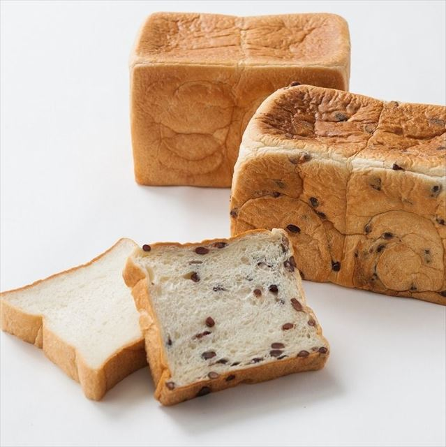オープンから1ヶ月弱で1日400本売れている「あずき食パン」を食べてみたい