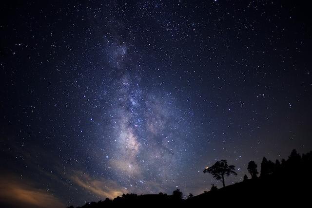 日本一の星空を眺めながらバーベキュー。美肌の湯の温泉も楽しめます。