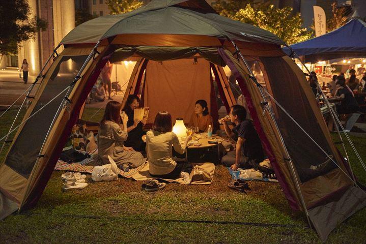 広大なアウトドア空間が昼はワークプレイス、夜はビアテラスに変身「品川アウトドアオフィス&ビアテラス on the Green」開催