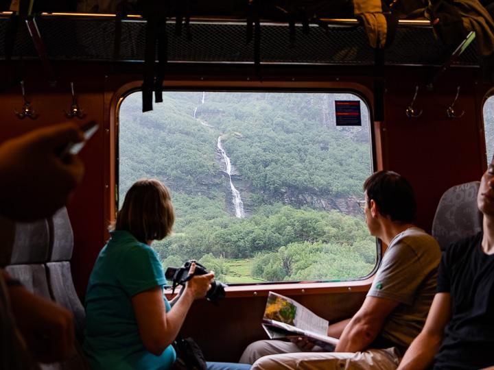 一泊二日でフィヨルドの旅!一人でもオスロから参加できる現地ツアーが狙い目です。