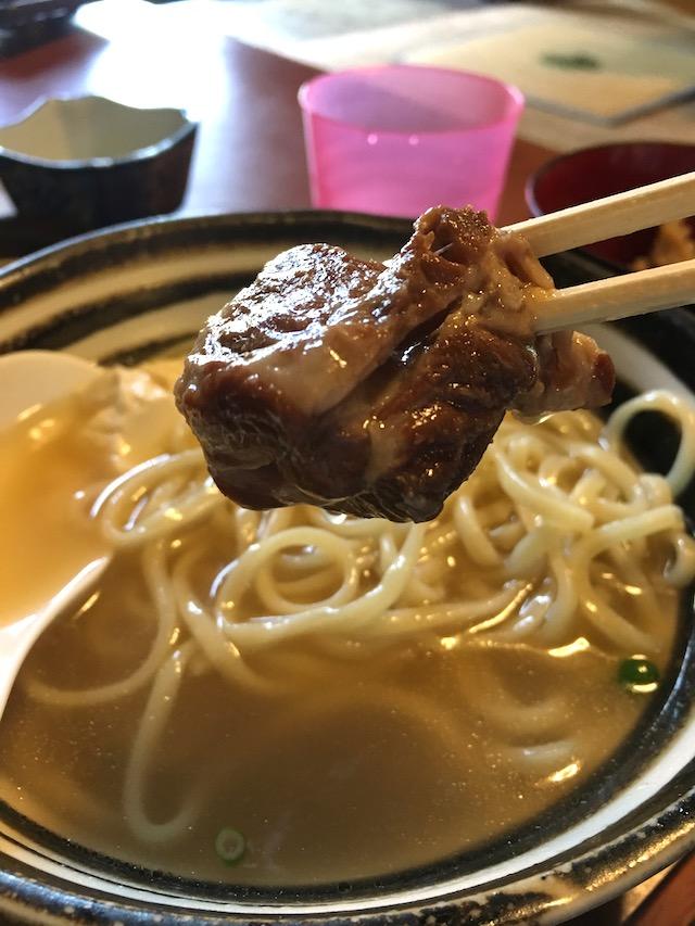 手作りゆし豆腐、軟骨ソーキ、三枚肉が入っています。