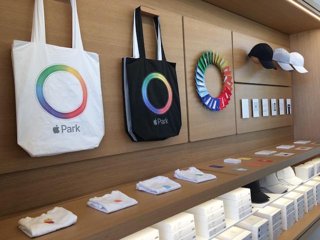 ストアとカフェが合体!アップル新オフィスに併設するビジターセンターへ潜入
