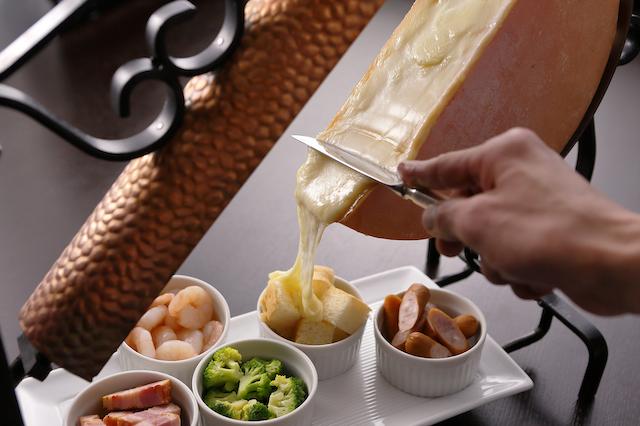 """とろ〜りおいしい熱々ラクレットチーズも!""""北海道フェア""""ブッフェ開催!【大阪マリオット都ホテル】"""