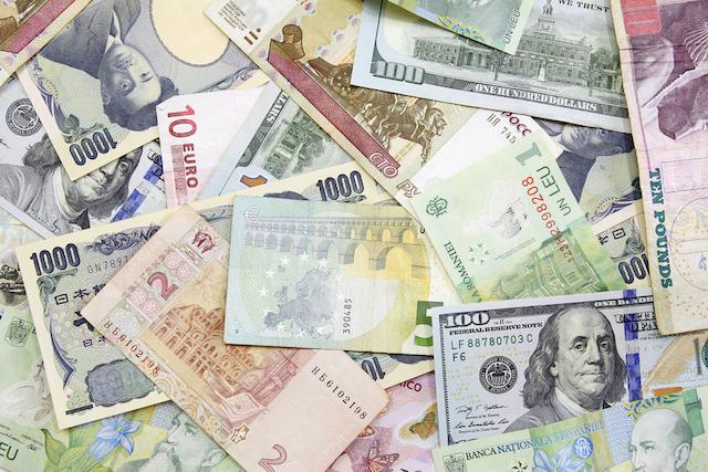 ●留学 海外送金  ヨーロッパ留学中の両替でお得な方法は?