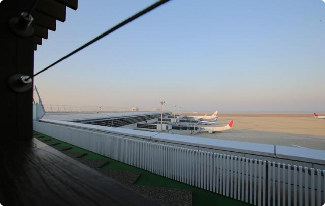空港で極楽温泉!お風呂から飛行機ビューが楽しめるレア空港!!