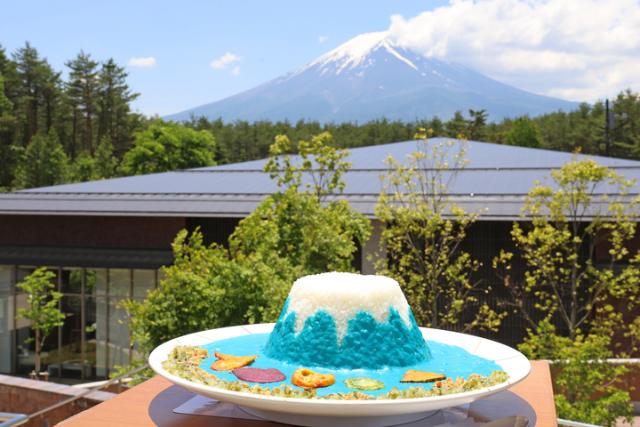 """富士山見ながら""""青い富士山カレー""""がヤバい味!?"""