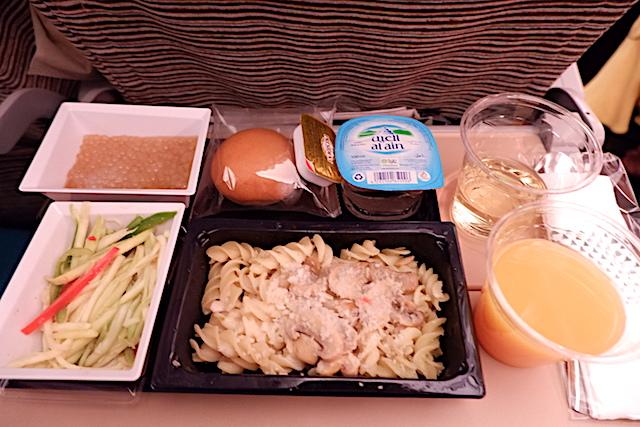 【機内食で世界巡り】クアラルンプール空港〜アブタビ空港「エティハド航空」エコノミークラス