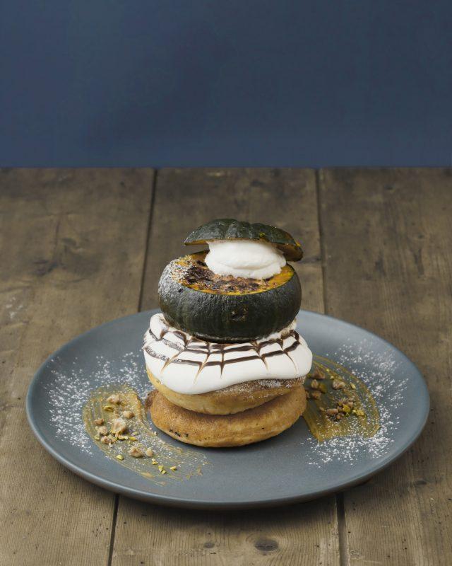 まるごとカボチャ・りんごをのせた「秋映え」スイーツ!月替わり限定のまるごとパンケーキが登場