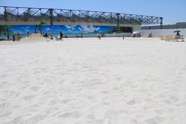 海外に行かなくても楽しめる東京にある南国白砂ビーチ