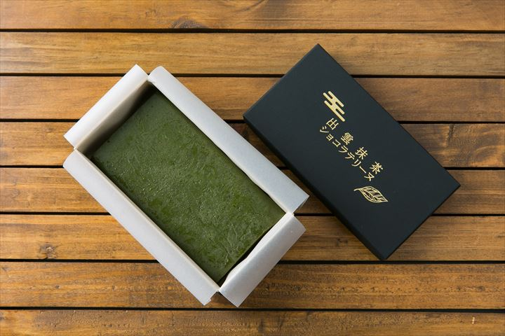 1kg10万円の高級抹茶を贅沢に使った、濃厚な抹茶風味のショコラテリーヌ