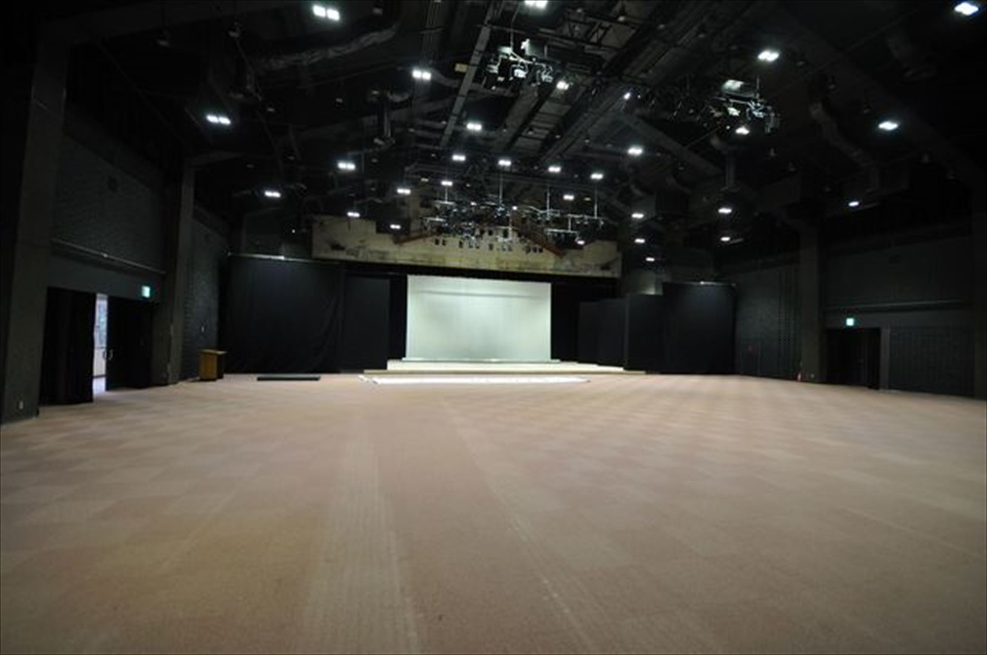 城崎国際アートセンターホール
