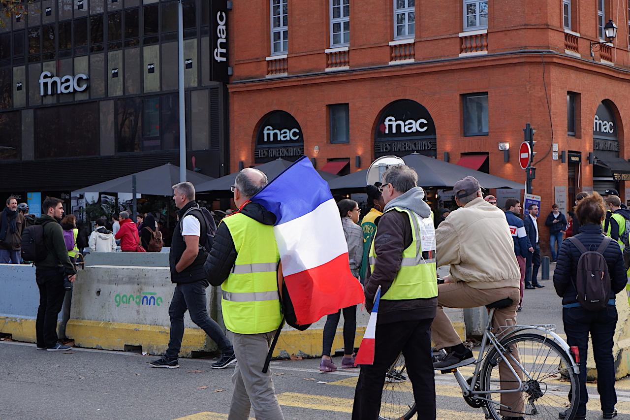 トゥールーズ市内で遭遇したデモ隊