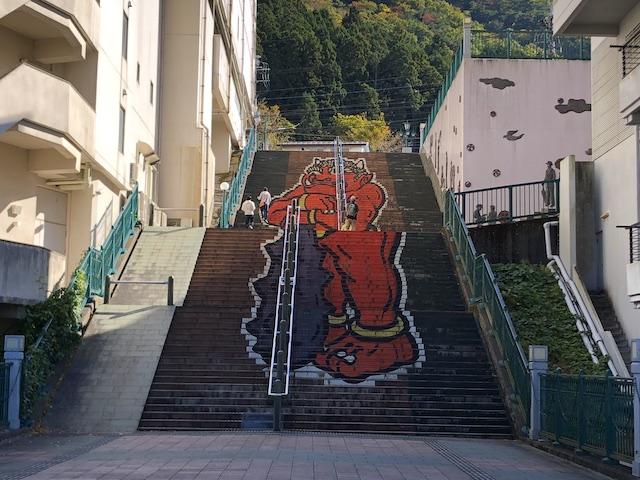 鬼怒川温泉 ふれあい橋 鬼の階段アート
