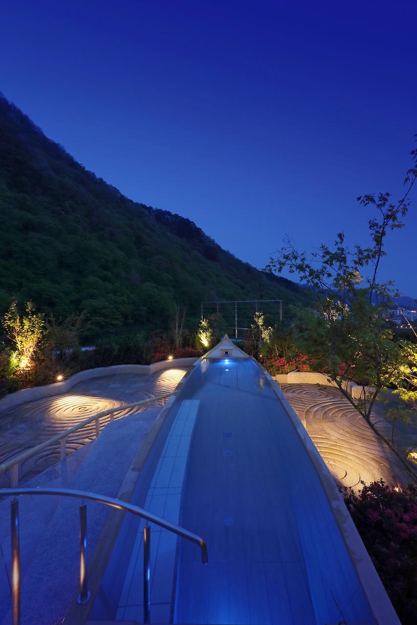 鬼怒川温泉「あさやホテル」空中庭園露天風呂 夜の舟風呂
