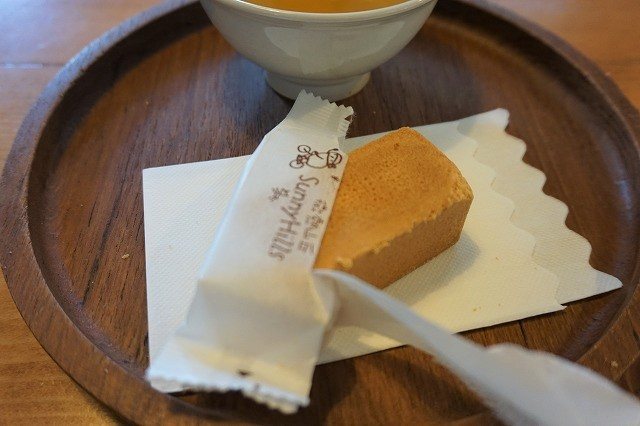 台湾 高雄「サニーヒルズ」パイナップルケーキ 試食