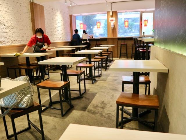 台北 シンガポール料理店「文慶鶏」店内