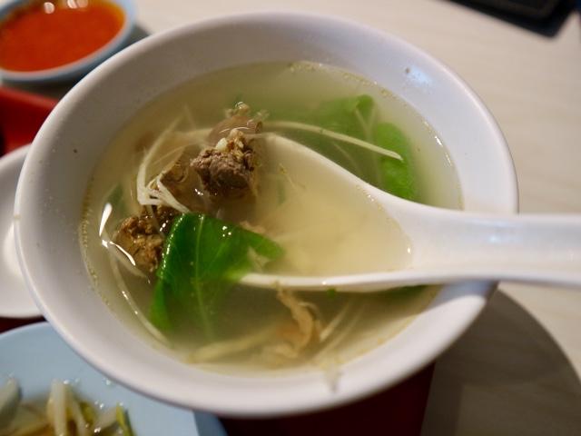 台北 シンガポール料理店「文慶鶏」海南鶏飯套餐 セットスープ