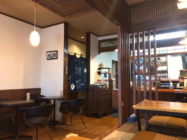 珈琲茶屋 珈香和‐COCOWA 店内