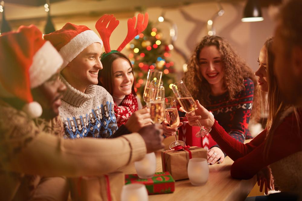 「アグリーセーター」クリスマスパーティーで盛り上がろう