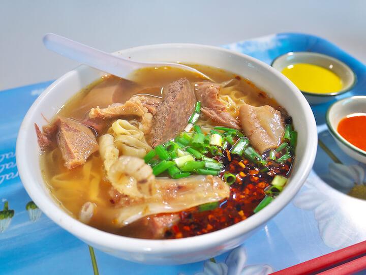 マカオ 「熟食中心」牛雜麵