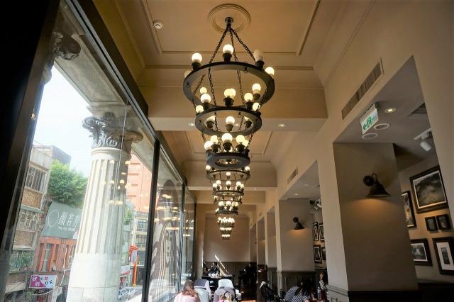 スターバックスコーヒー保安門市 店内 照明