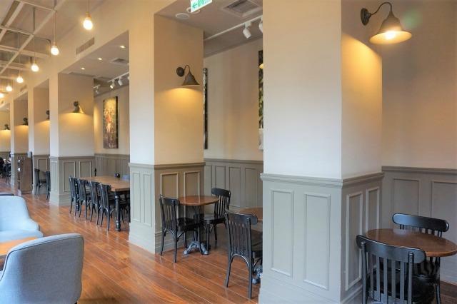 スターバックスコーヒー保安門市 店内テーブル席2