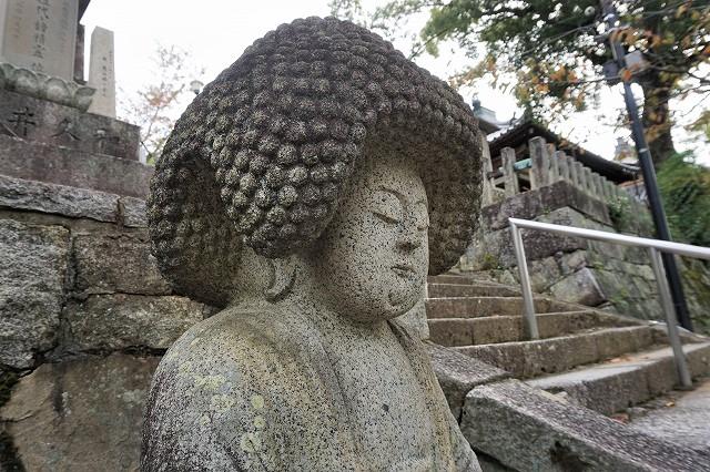 京都「アフロ大仏」右サイドから 金戒光明寺