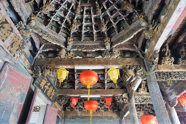 媽祖廟 天后宮 柱や天井に施された精巧な石彫刻の美しさは格別