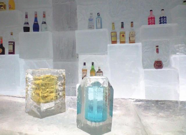 氷のグラス しかりべつ湖コタン