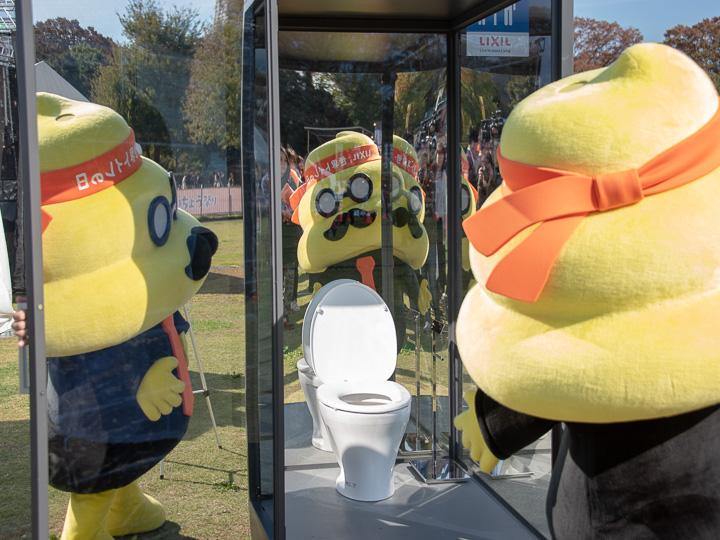 うんこ先生とシースルートイレ