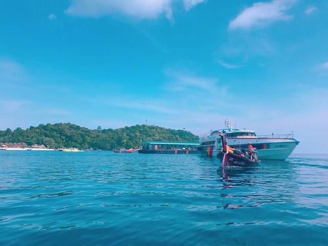 タイ「リペ島」海をいく高速船