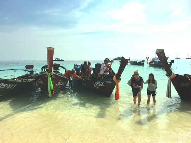 タイ「リペ島」高速船でビーチへ上陸