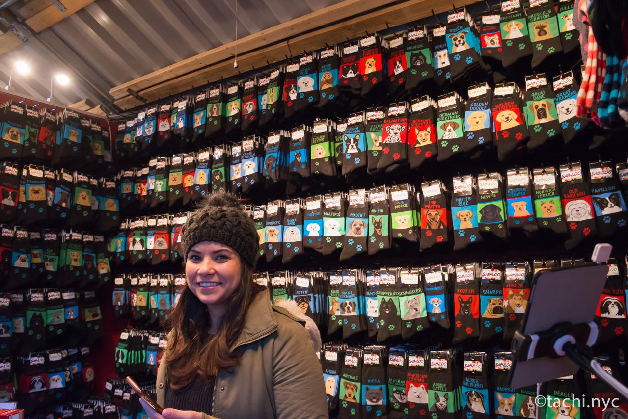 ニューヨーク ユニオンスクエア ホリデーマーケット ワンちゃんネコちゃんのソックス・ショップ