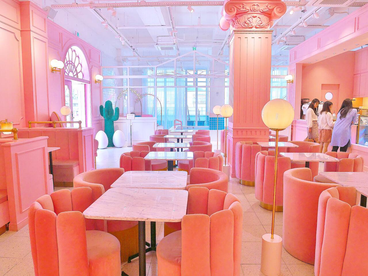 pink pool cafe 内観01