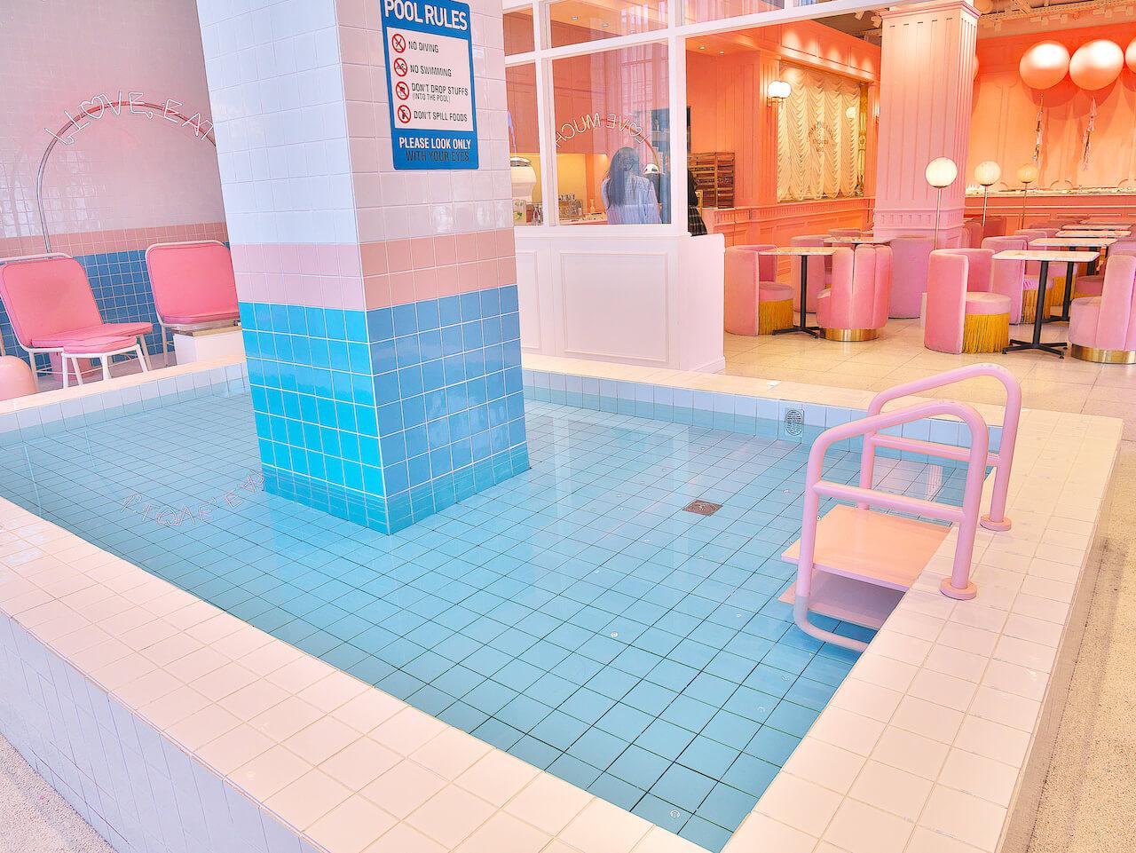 pink pool cafe プール