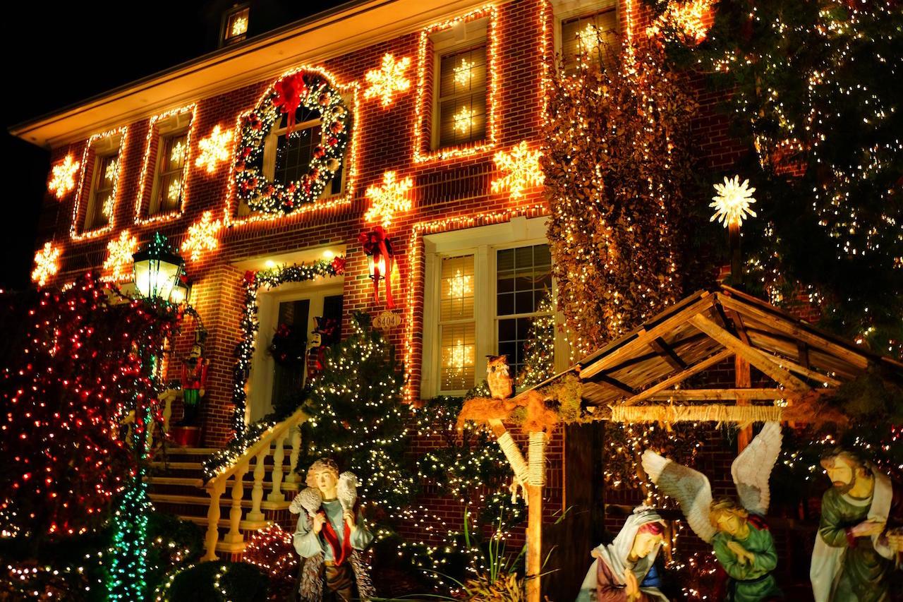 ニューヨーク ダイカーハイツ クリスマスイルミネーションツアー