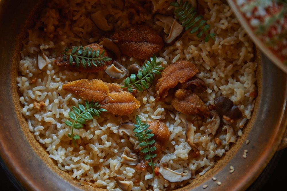 山口県下関市 赤ウニの土鍋ごはん