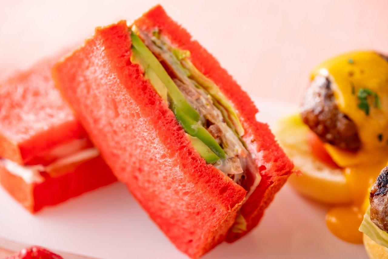 ヒルトン東京お台場 ピンクのサンドウィッチ