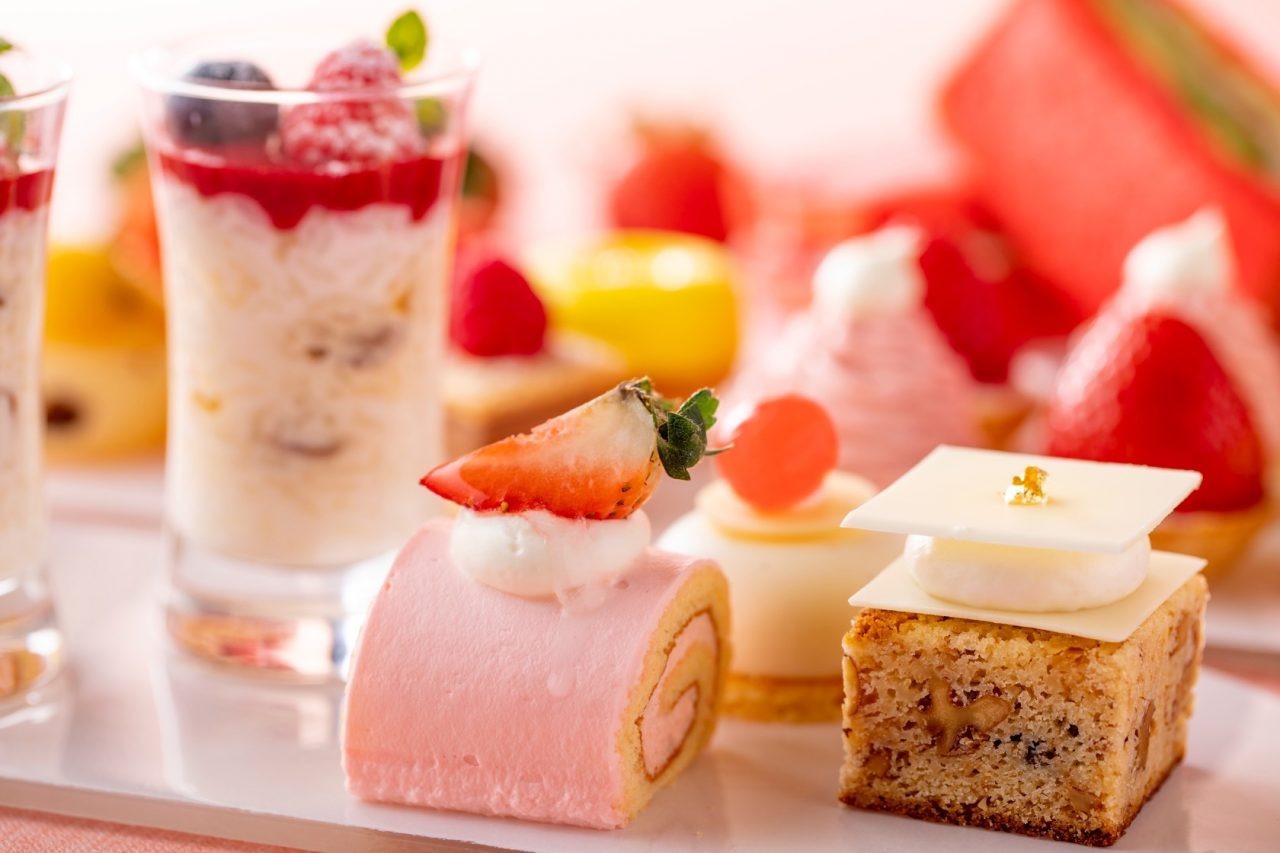 ヒルトン東京お台場 ロールケーキとホワイトチョコのブラウニー