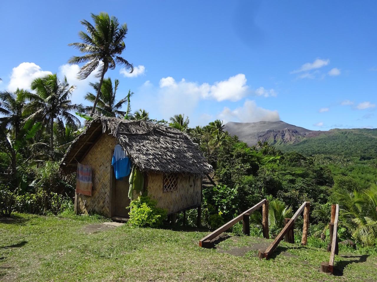 ロッジとヤスール火山