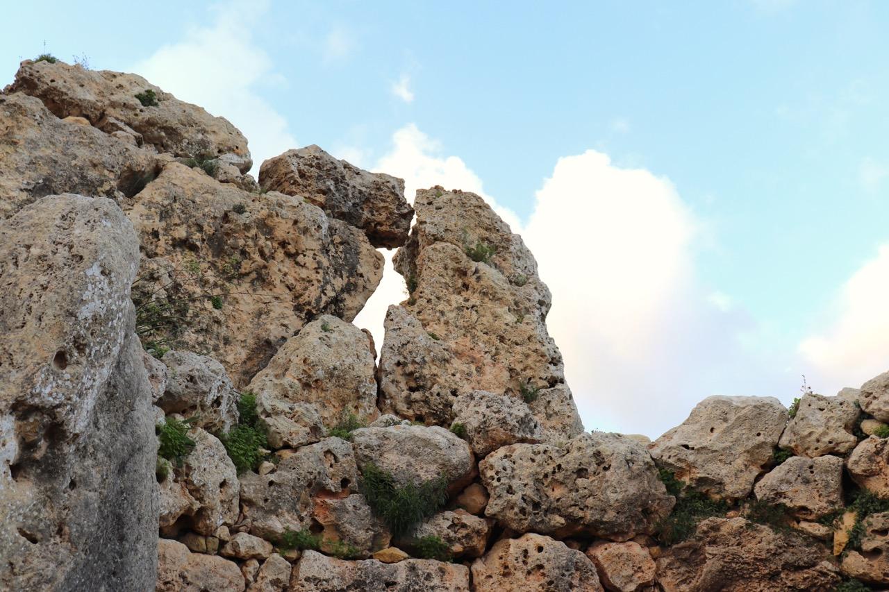 ジャガンティーヤ神殿の岩
