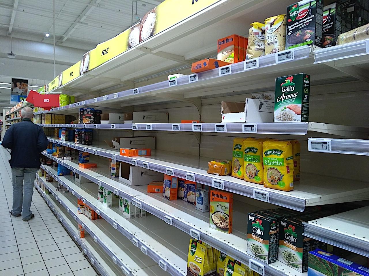 品薄状態の南仏の大型スーパー
